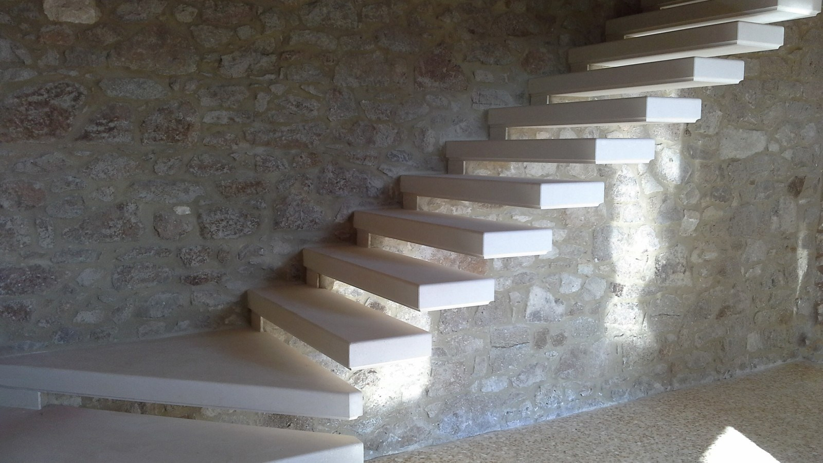 Scala a muro in pietra di Vicenza | Campesato Pietre snc